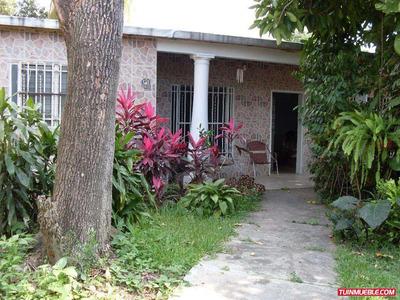 Casa En Venta En Terreno De 863mts2 R4, El Limón Maracay